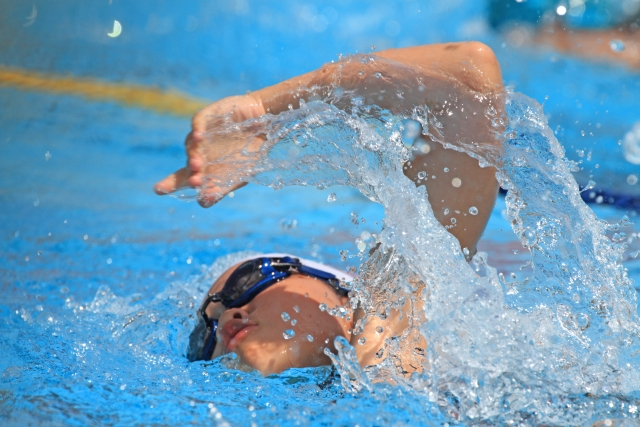 水泳をする子供