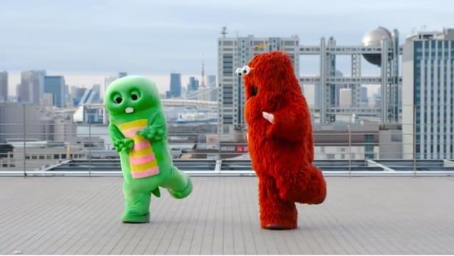フジテレビ屋上にて国民的人気キャラクターガチャピンとその親友のムックが流行っている朝礼体操を二人で仲良く踊っている