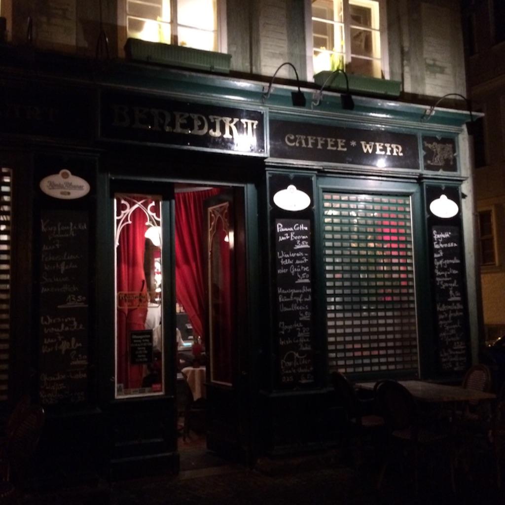 クウェトリンブルグ(ドイツ)のレストランBenedikt外観、夜の写真