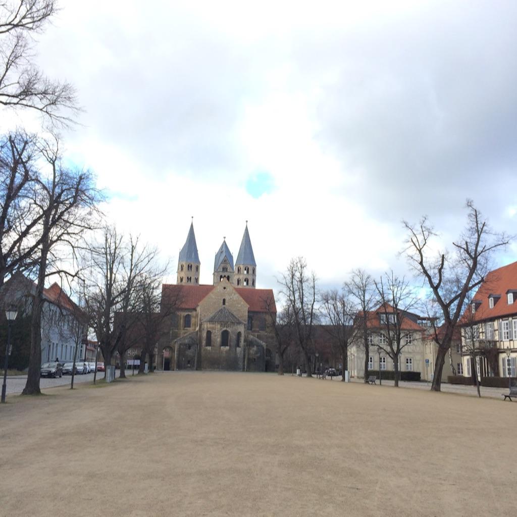 ハルバーシュタッド大聖堂の向かい側にある聖母教会Frauen kirche