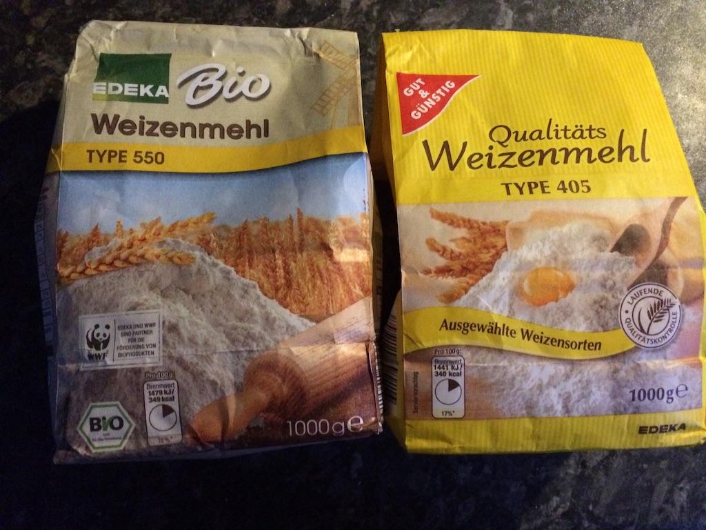 番号付きのドイツの小麦粉、左がType 550は中力粉、右がType 405は薄力粉