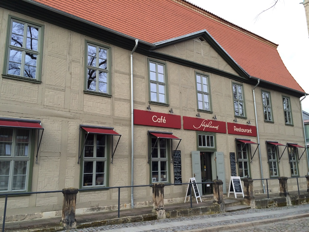Stephanusステファノス、ドイツのハルバーシュタッドのカフェレストラン正面