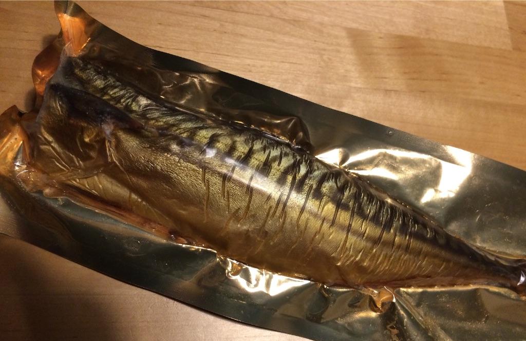 真空パックの燻製鯖