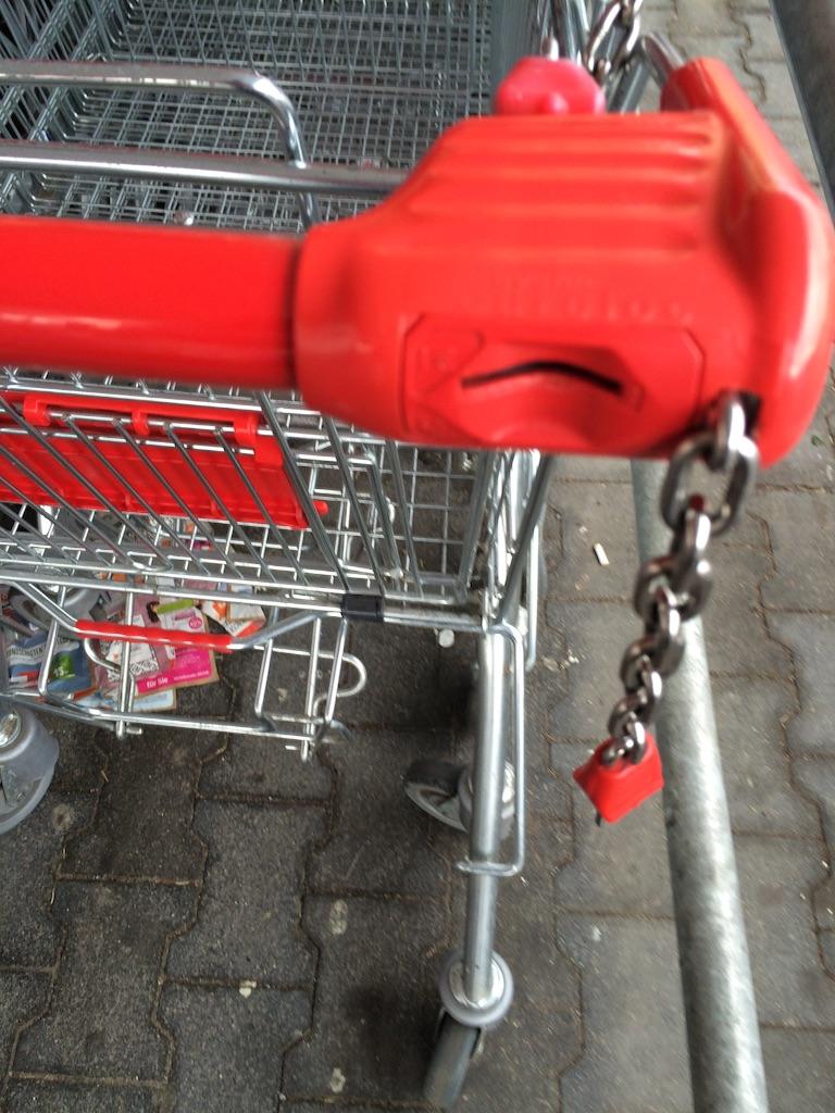 スーパーのショッピングカートEinkaufswagenコイン差し込み口