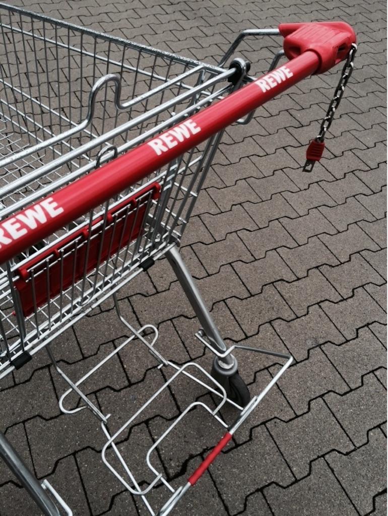 スーパーのショッピングカートEinkaufswagen赤色