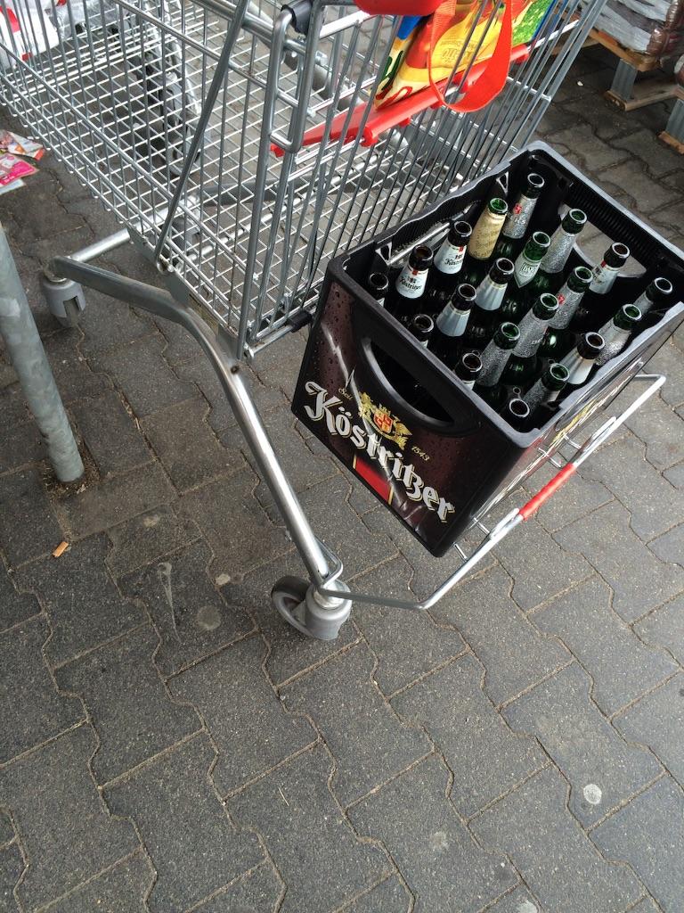 スーパーのショッピングカートEinkaufswagenビールなどのケースがおける引き出しつき