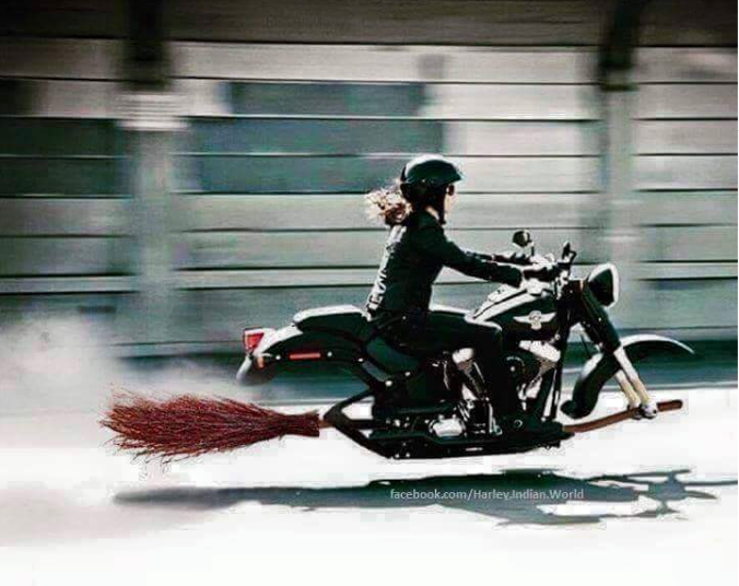 タイヤが箒になったバイク