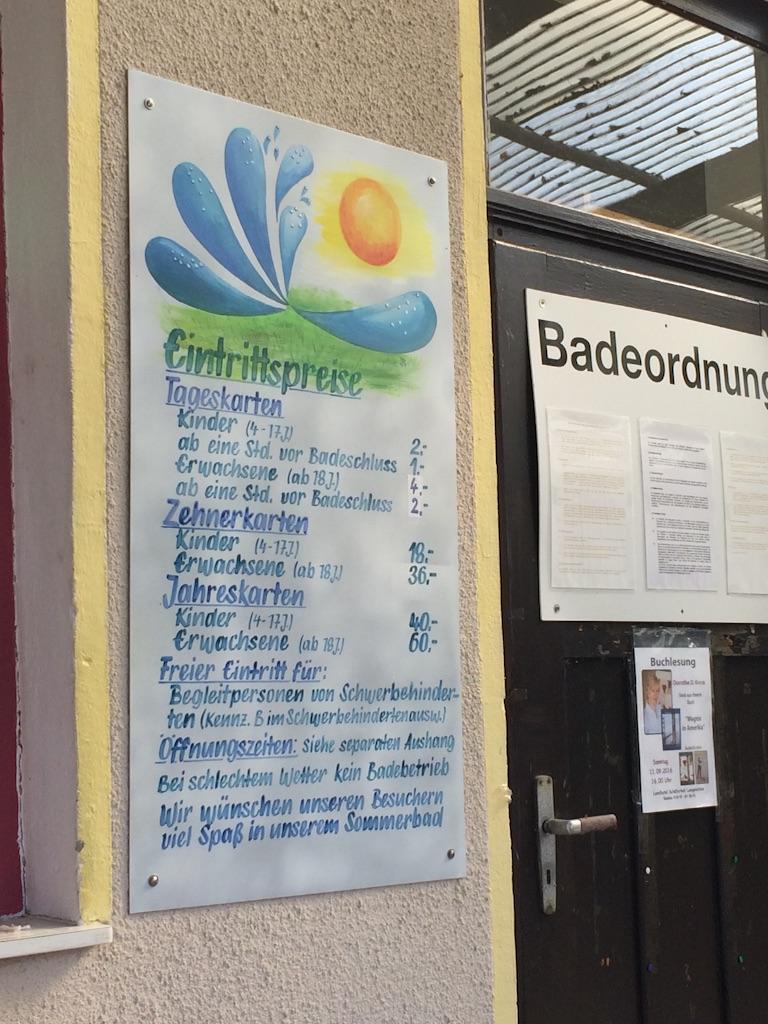 プール、ドイツ語で書かれた入場料価格表示