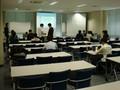 神戸大学でのWIT/SP研究会の準備(右奥はPC要約筆記)