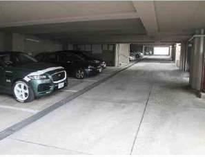 ベルエール芦屋店舗付住宅 駐車場