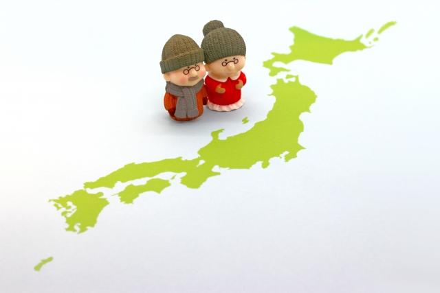 日本地図と老夫婦のイメージ画像