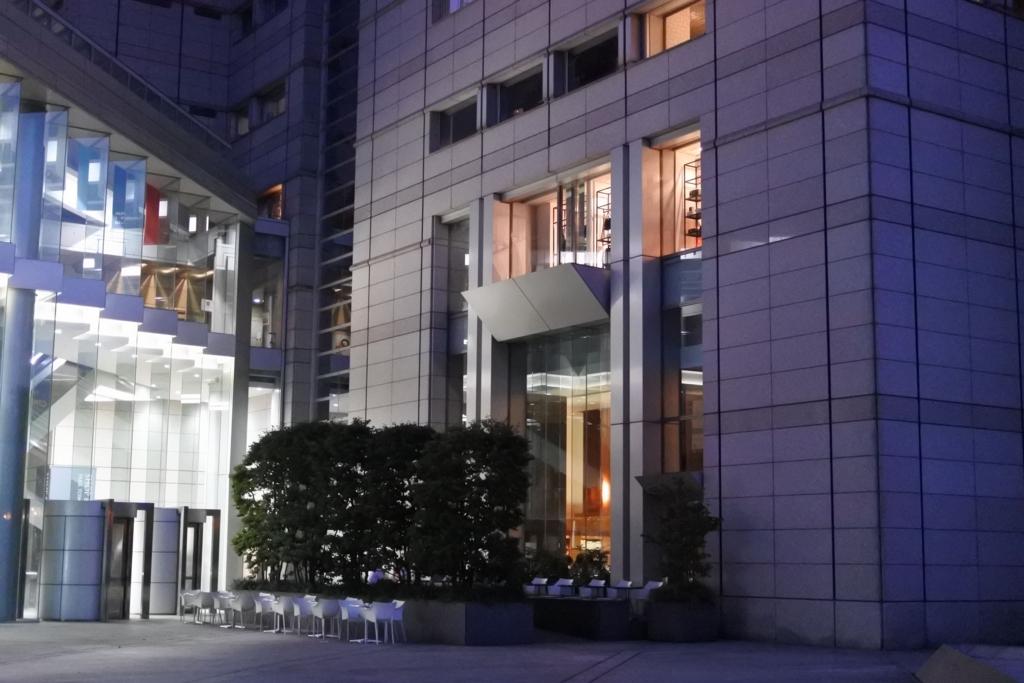 パークハイアット東京デリカテッセン「パークブリュワリー」の屋外テーブル席
