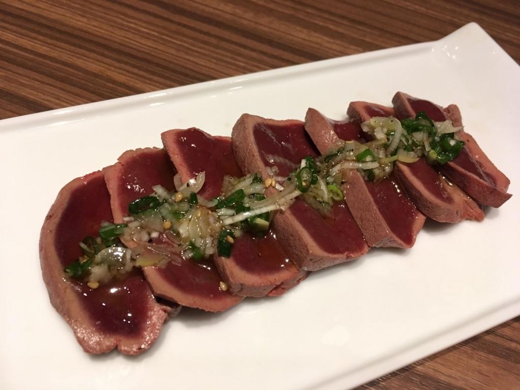 西新宿「新宿焼肉BULLS(ブルズ)」のレバーステーキ