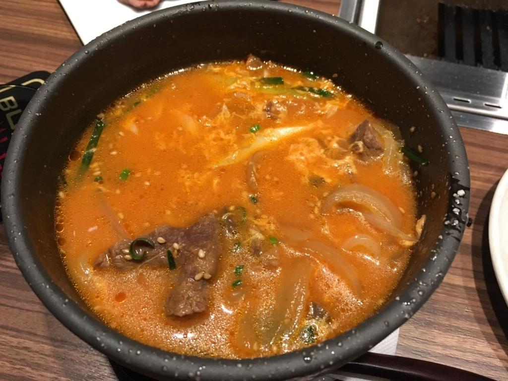 西新宿「新宿焼肉BULLS(ブルズ)」の極旨ユッケジャン