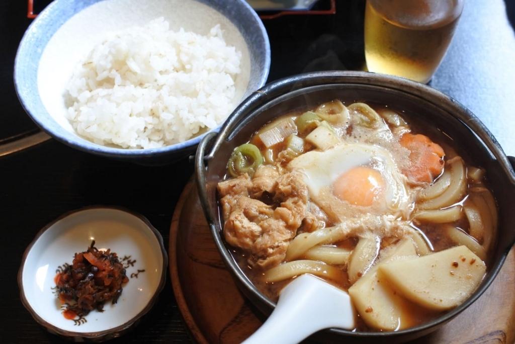 西新宿八丁目のうどん屋さん「中陣」、煮込みうどん定食864円(税込)(西新宿ランチ)