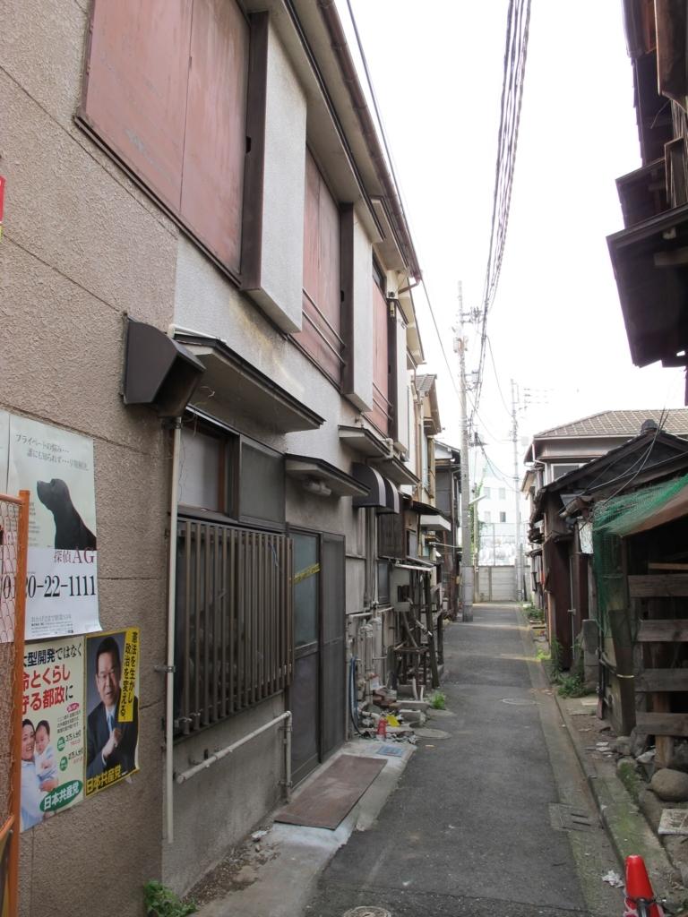 西新宿五丁目中央北地区再開発、けやき橋商店街路地裏