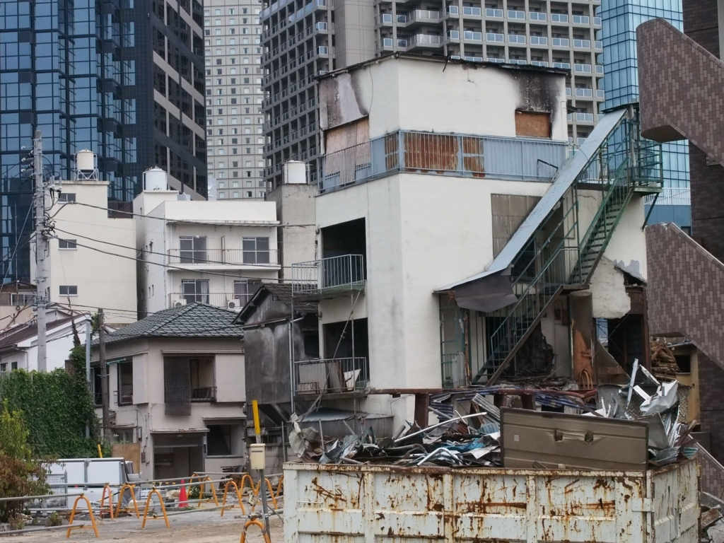 西新宿五丁目中央北地区・再開発で解体される建物