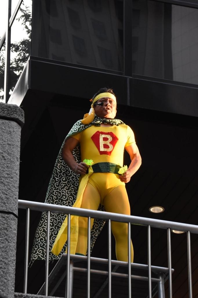 芸能山城組「ケチャまつり」2018(西新宿・三井ビルディング 55HIROBA)のバナナマン