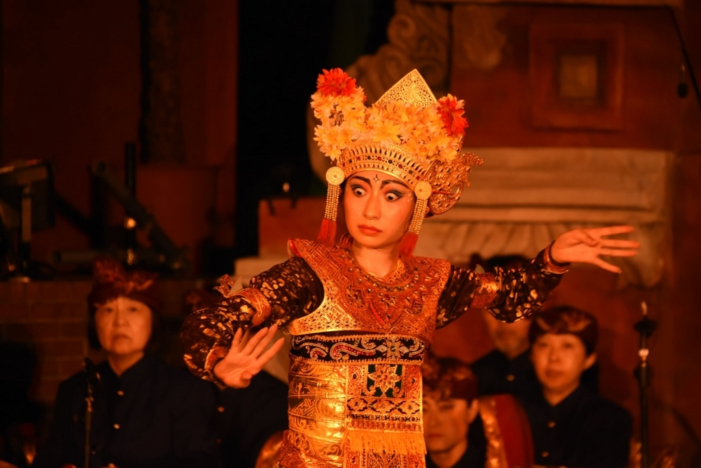 芸能山城組「ケチャまつり」2018(西新宿・三井ビルディング 55HIROBA)、ガムランの演奏と踊り
