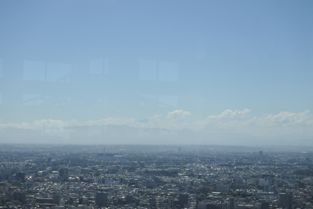 東京都庁展望室(展望台)から眺める、西の空(富士山側)