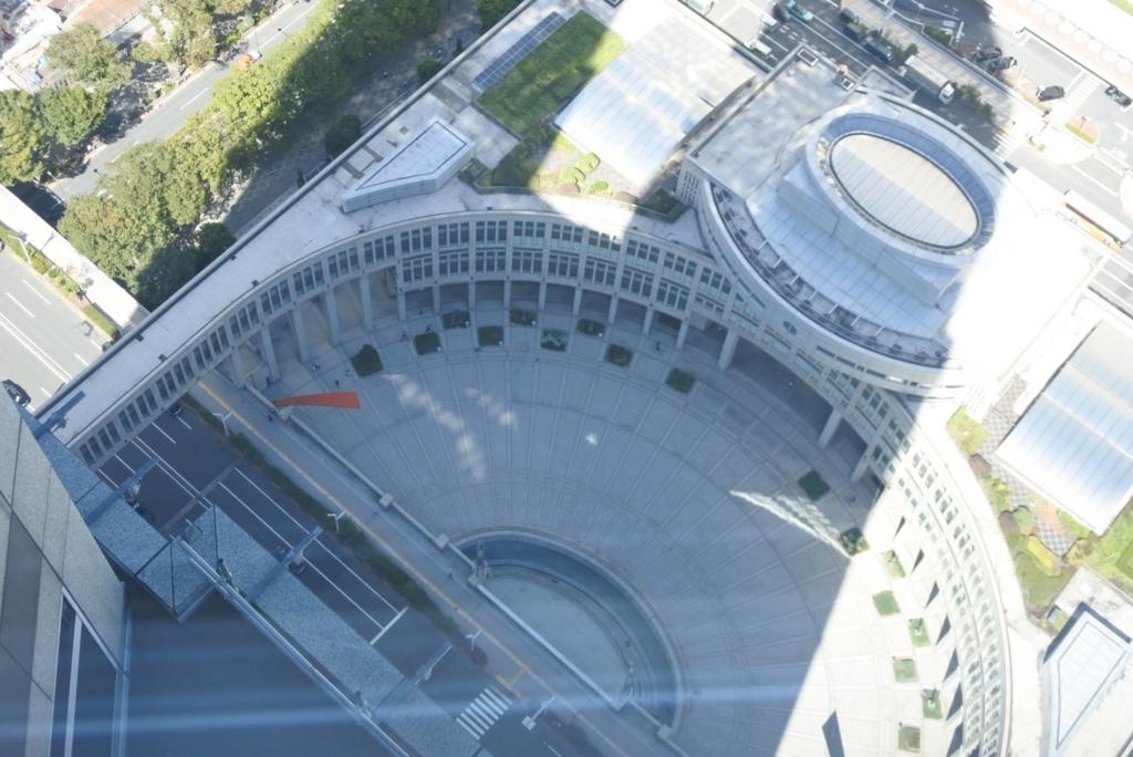 東京都庁展望室(展望台)から見た、都議会議事堂