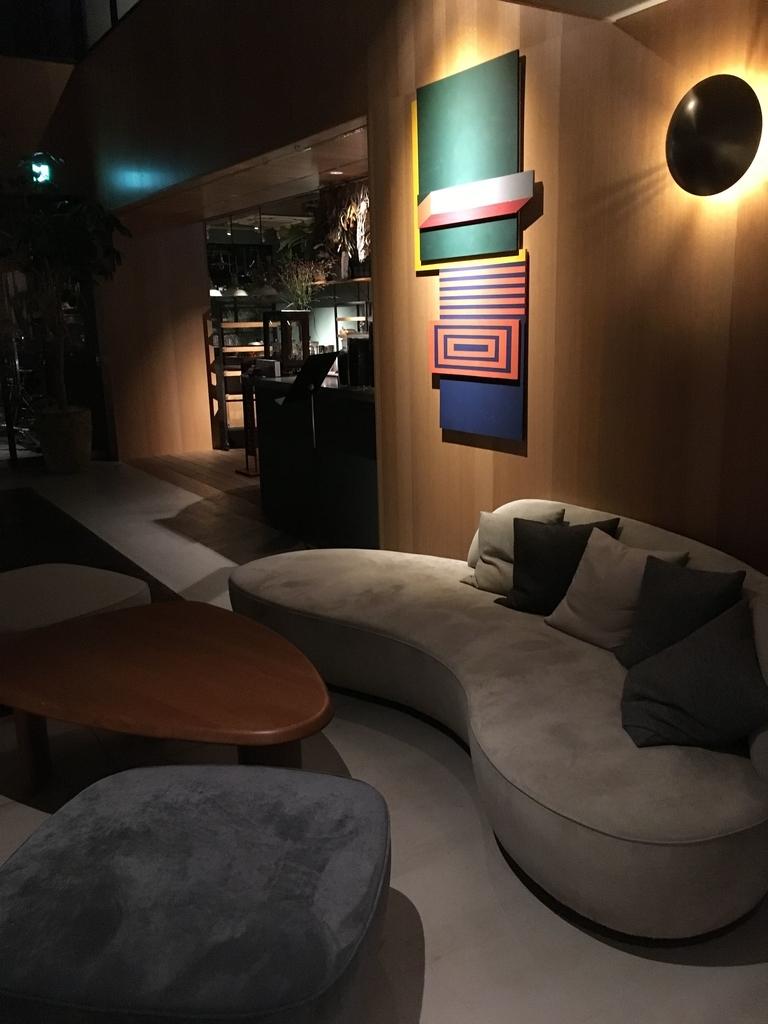 「THE KNOT TOKYO Shinjuku」(ザ ノット 東京新宿)の1階のインテリア