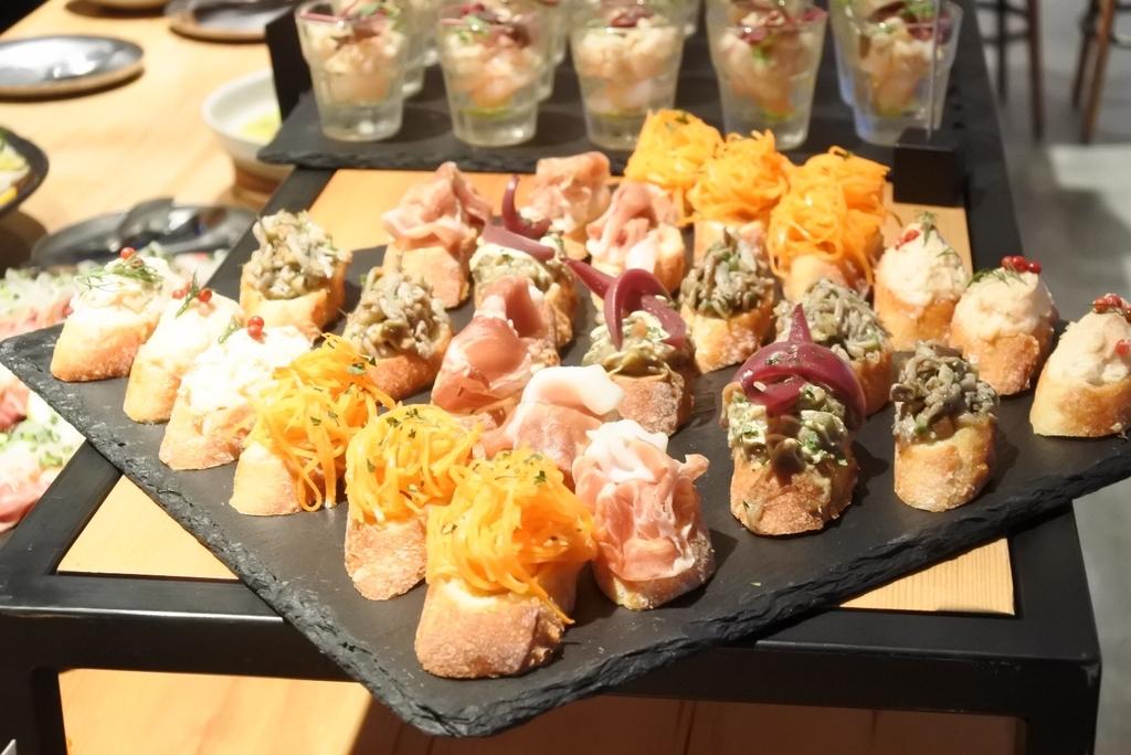 西新宿のホテル「THE KNOT TOKYO」、MORETHAN DINING(モアザンダイニング)、ランチブッフェ