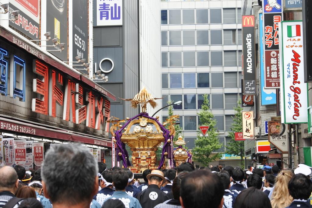 熊野神社例大祭2018年9月16日、西新宿・ヨドバシカメラなどカメラ街周辺