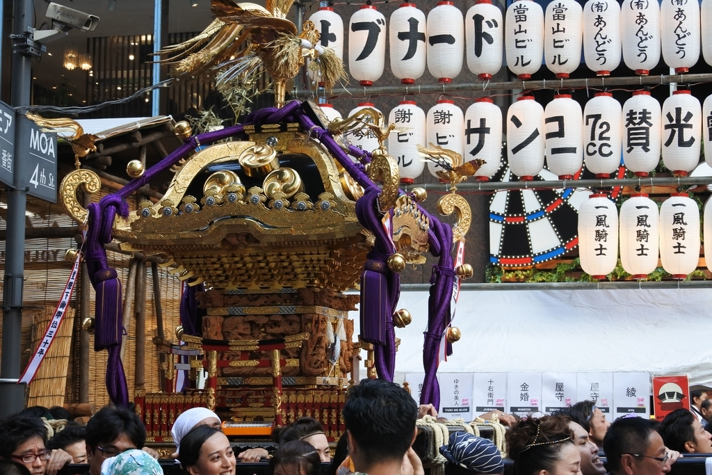 熊野神社例大祭(新宿)2018、モア4番街の御神輿&屋台