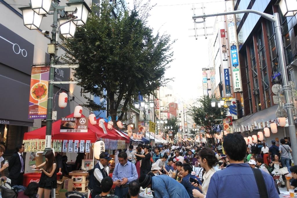 熊野神社例大祭(新宿)2018、ビックロ裏の通り