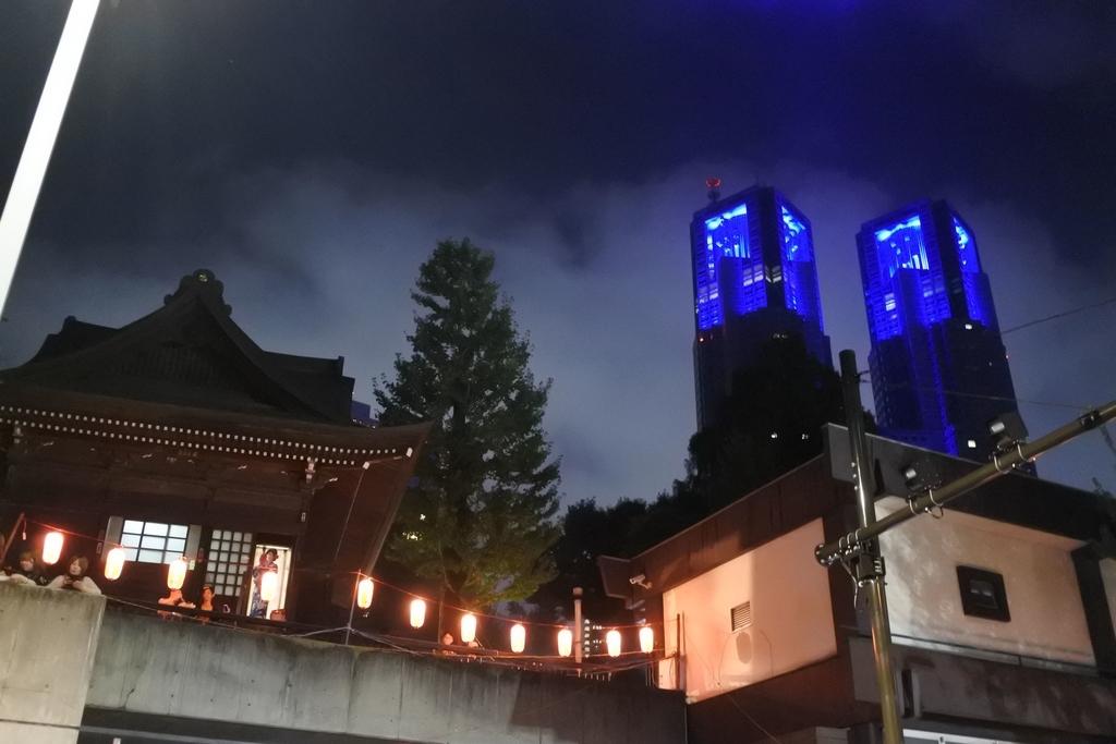 熊野神社例大祭(新宿)2018、熊野神社からみた都庁