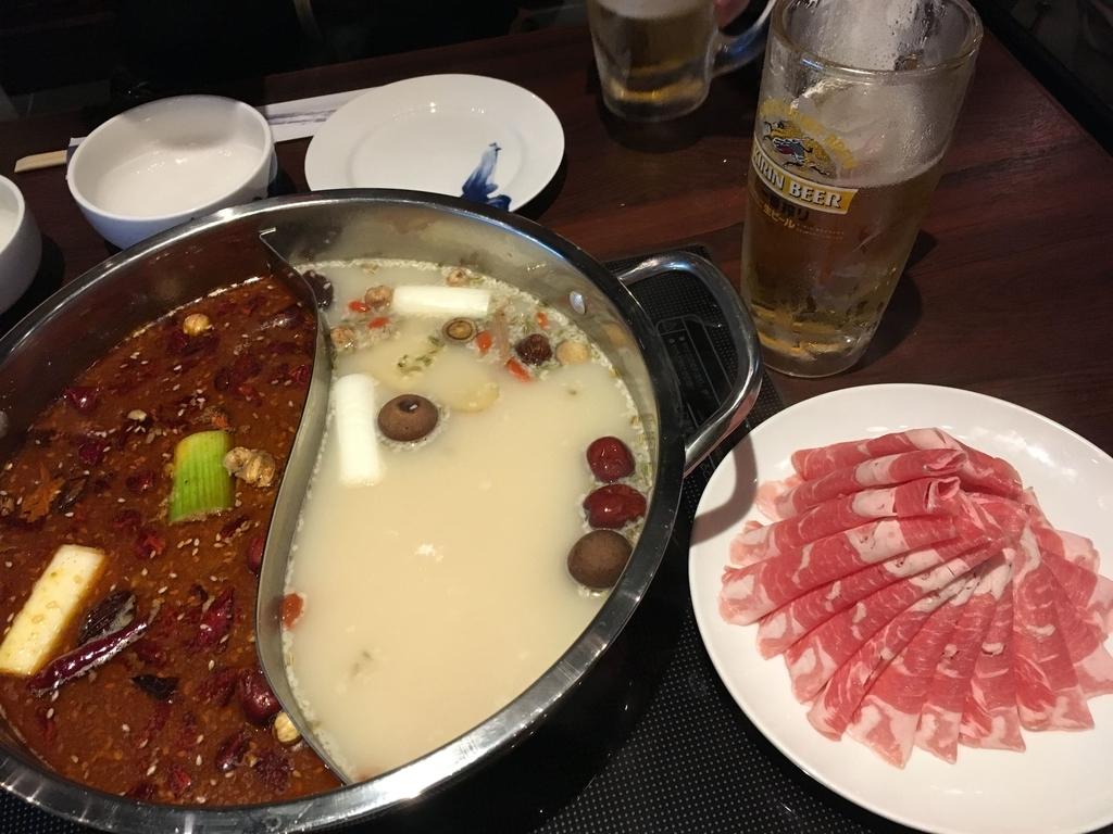 小肥羊 新宿西口店、2種類の秘伝のスープ&肉