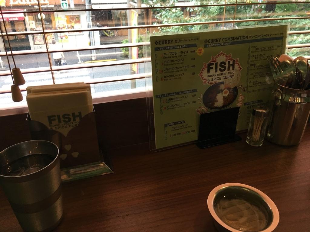 西新宿のカレー屋「フィッシュ(FISH)」のカウンター席