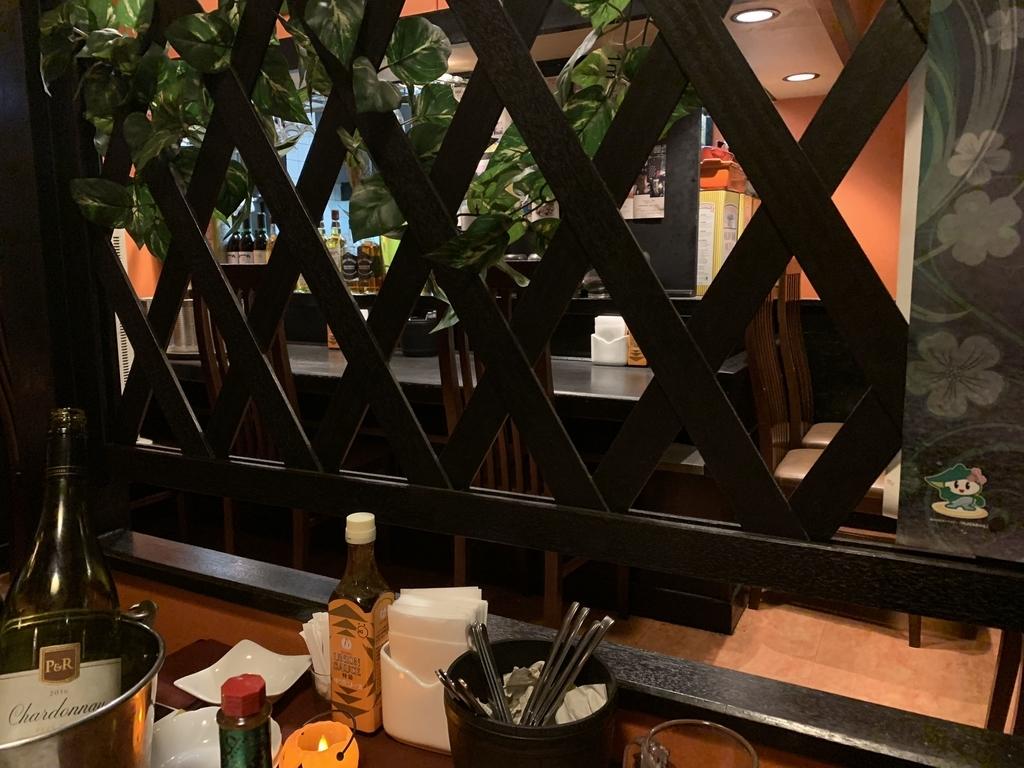 「サラダニース 西新宿6丁目店」の店内