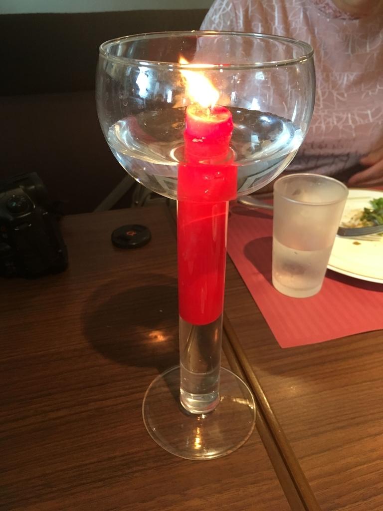サンマルクレストラン 新宿(小田急ハルク内にある、ベーカリーレストラン)、テーブルに飾られたキャンドル