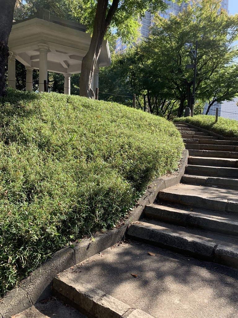 新宿中央公園の旧淀橋浄水場六角堂
