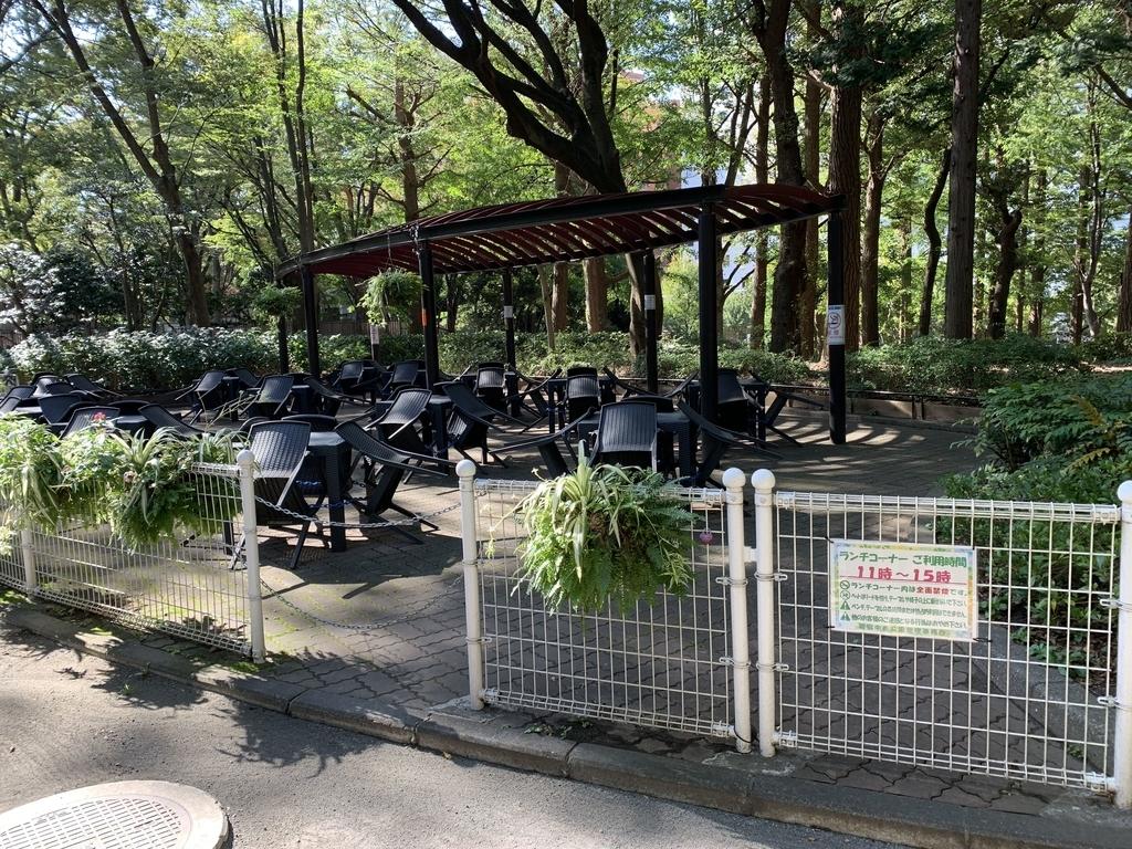 新宿中央公園内の休憩スポット