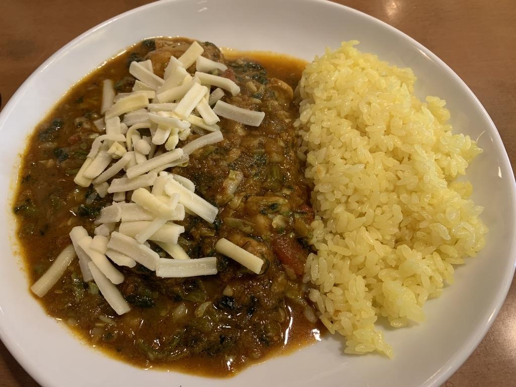 印度カリー「きんもちカレー」(西新宿・初台・都庁前)のチキンカレー+野菜セット&チーズのトッピング