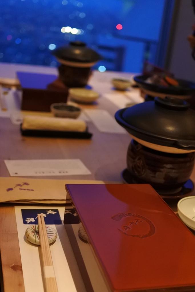 個室会席「北大路 新宿茶寮」 (西新宿・住友ビル)、高層階の個室席内