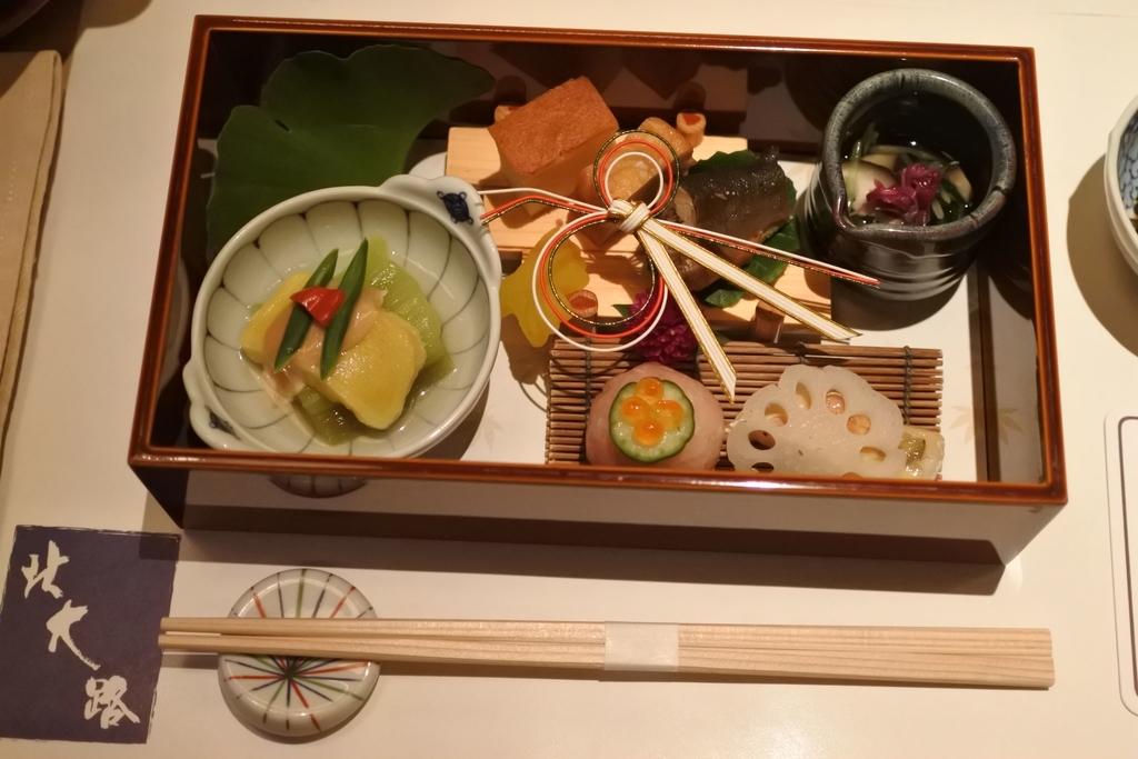 個室会席「北大路 新宿茶寮」 (西新宿・住友ビル)、四季会席(8,500円)の前菜