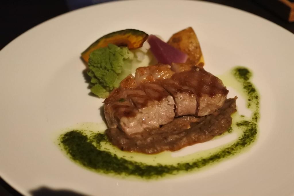 スカイラウンジオーロラ(西新宿・京王プラザホテル)の肉料理