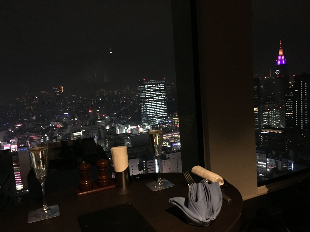スカイラウンジオーロラ(西新宿・京王プラザホテル)からの夜景
