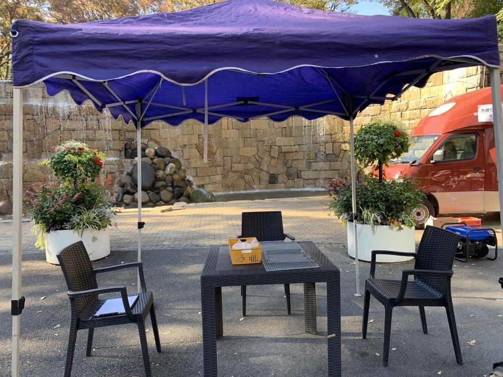 新宿中央公園でバーベキュー!「秋のソトメシフェア 手ぶらでBBQ」のテント&席