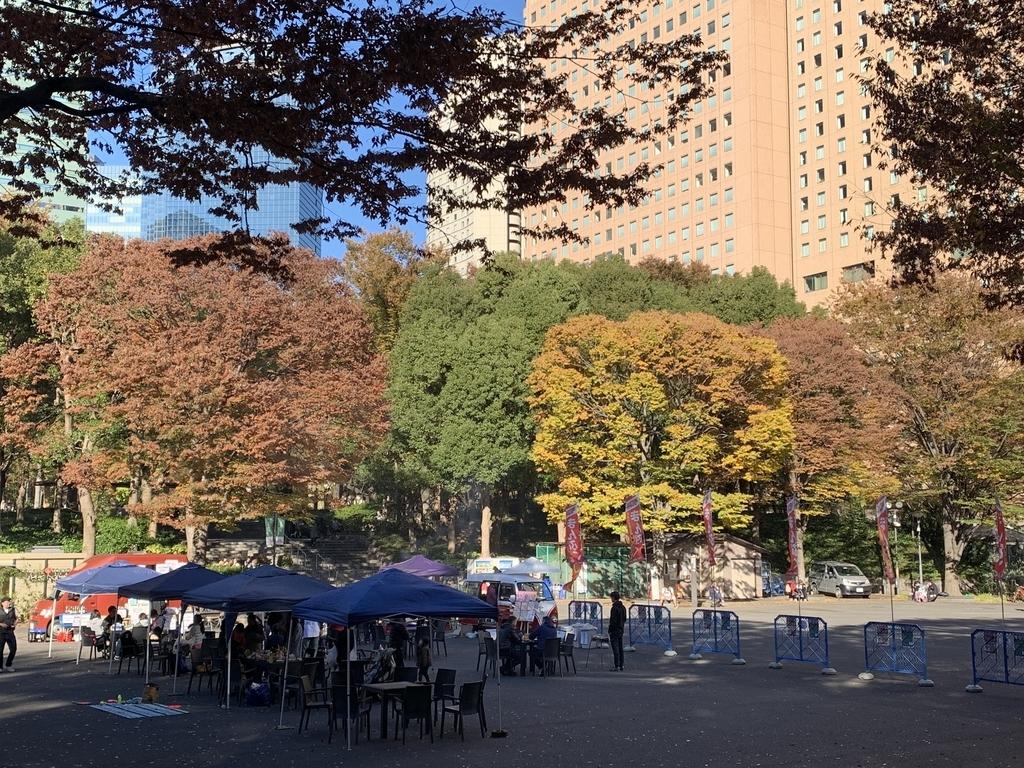 新宿中央公園でバーベキュー!「秋のソトメシフェア 手ぶらでBBQ」、水の広場