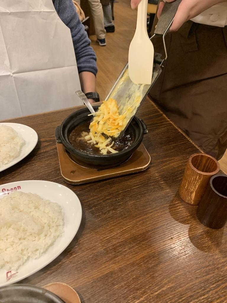 西新宿「ホットスプーン (Hot Spoon) 西新宿店」の濃厚チーズ牛すじカレー
