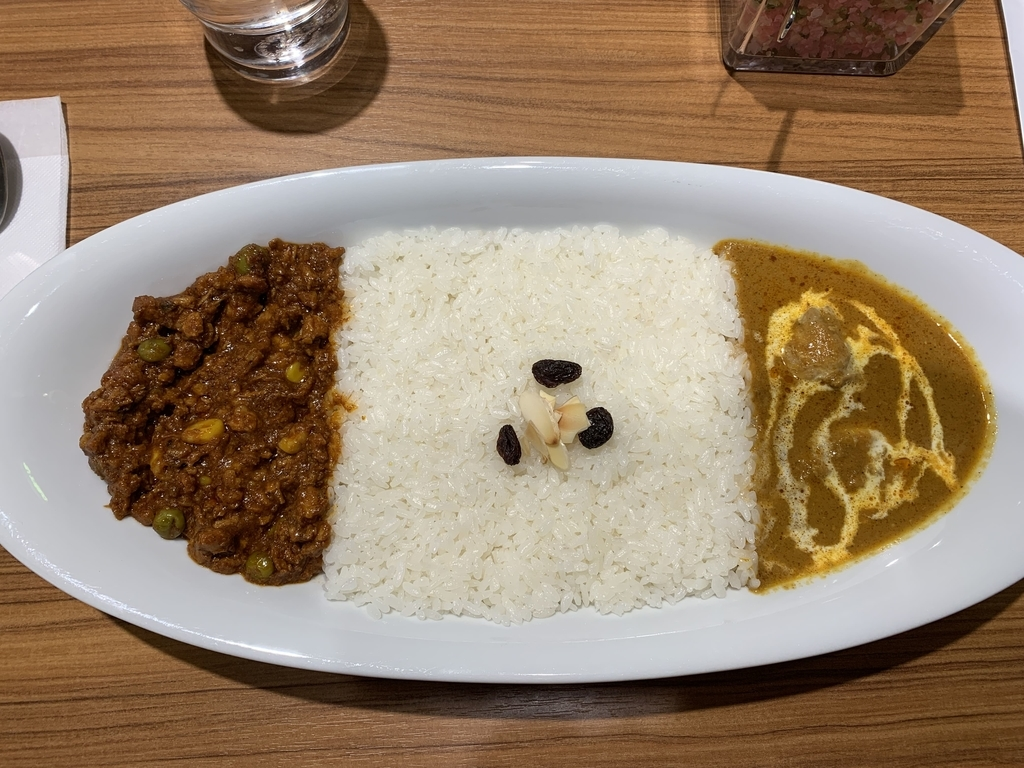 西新宿「カリーアップ(Curry Up)ルミネ新宿店」のコンビネーションカリー(バターチキンカレー×キーマカレー)