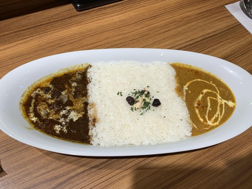 西新宿「カリーアップ(Curry Up)ルミネ新宿店」のコンビネーションカレー(牛すじカレー×バターチキンカレー)