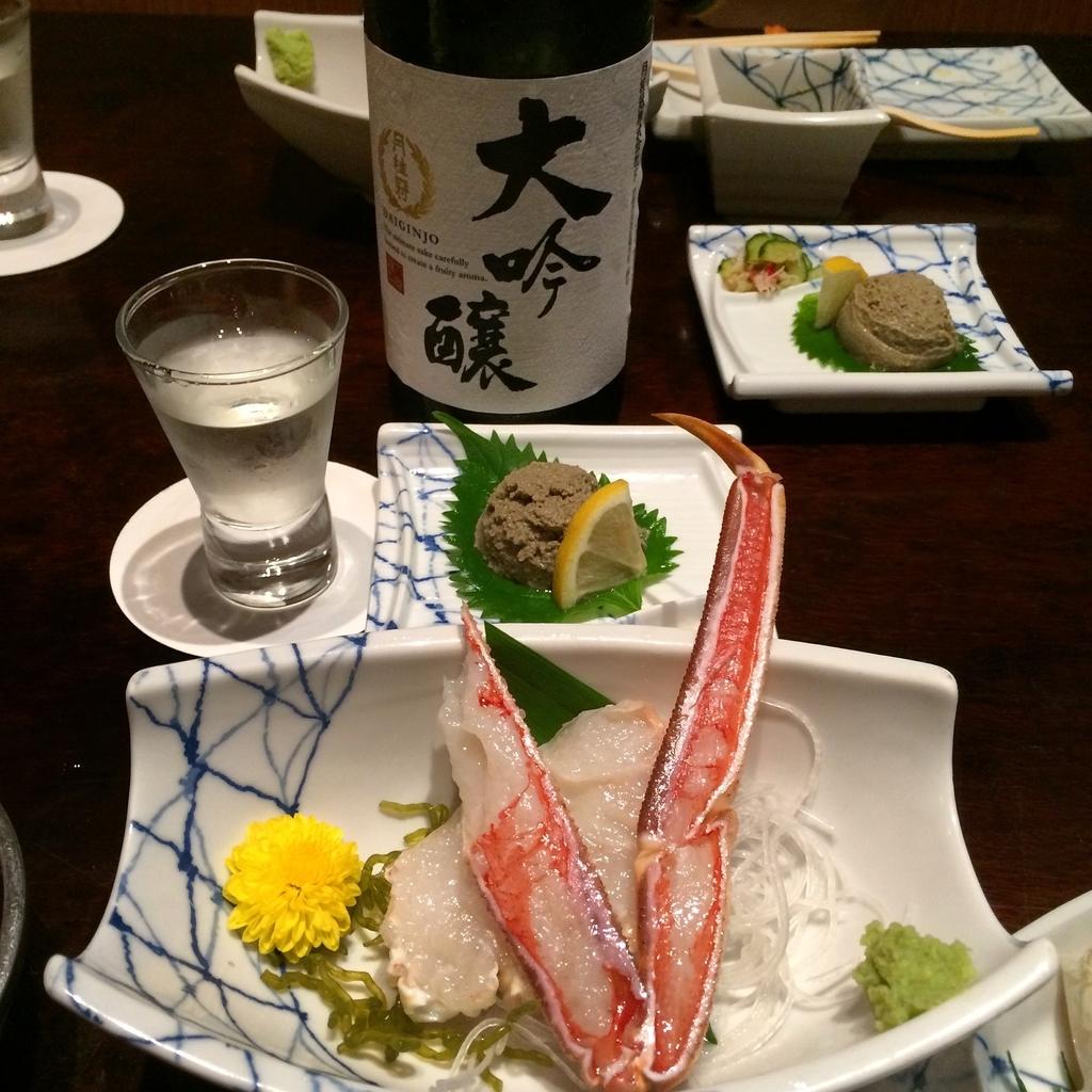 かに道楽西新宿5丁目店で食べた、かに会席「縁(ゆかり)」のかにの刺身と日本酒