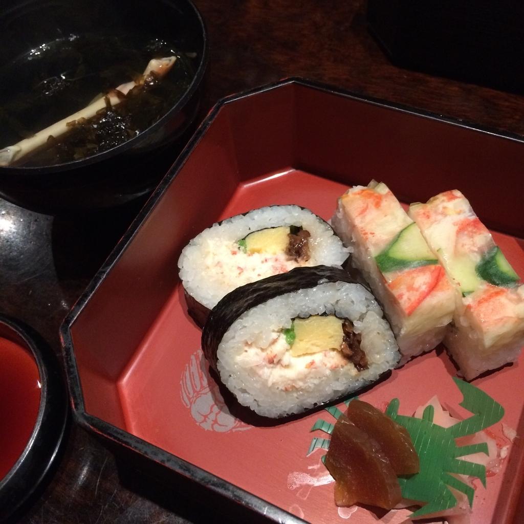 かに道楽西新宿5丁目店で食べた、かに会席「縁(ゆかり)」のかにの寿司