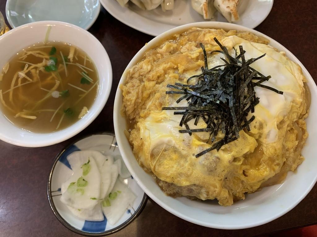西新宿六丁目「登喜和」のかつ丼とスープと漬物